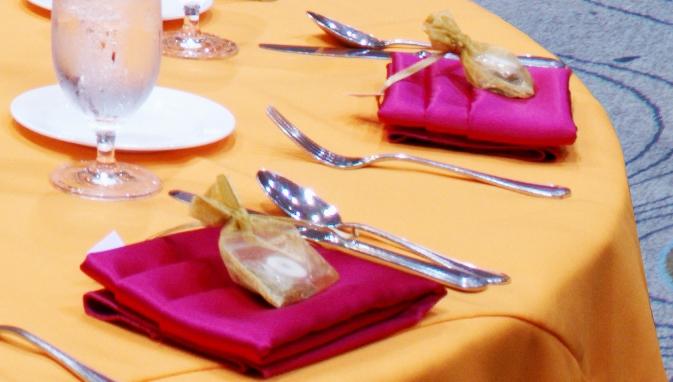 luncheon-linen-favor